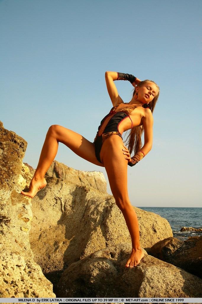 еротичні порно фото Milena D біля моря