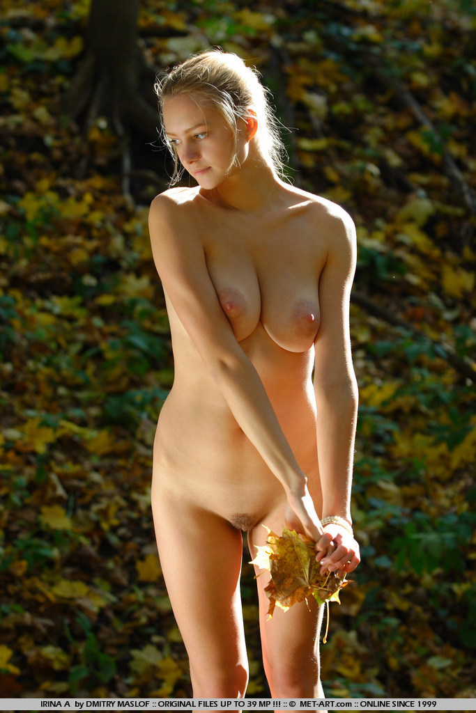 New model and amateur beauty bares it all in this outdoor shoot.
