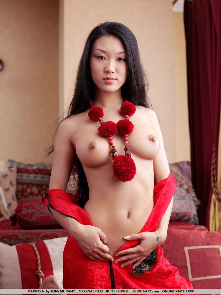 Princess from the orient removes her kimono and makes a lasting impression.
