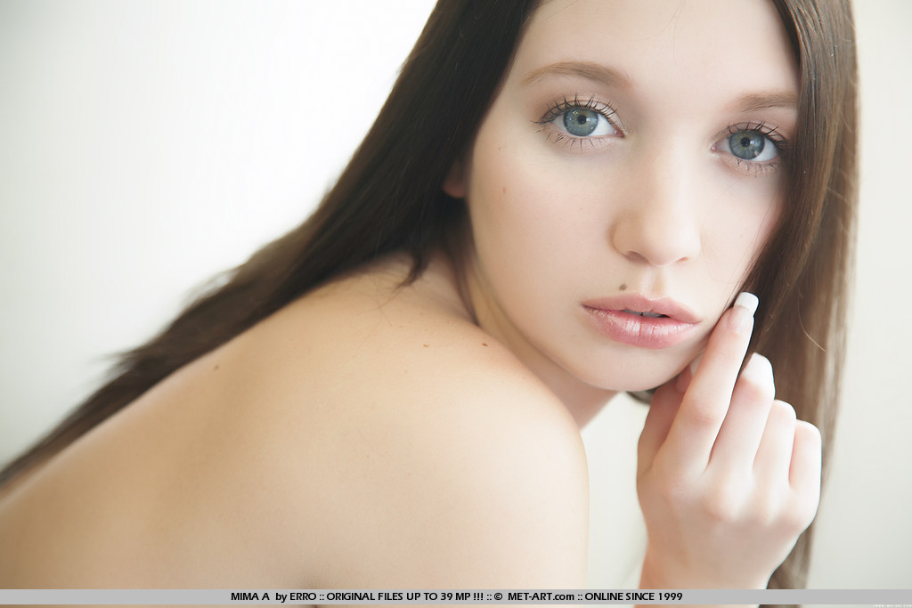 Erin Chambers Nude Photos