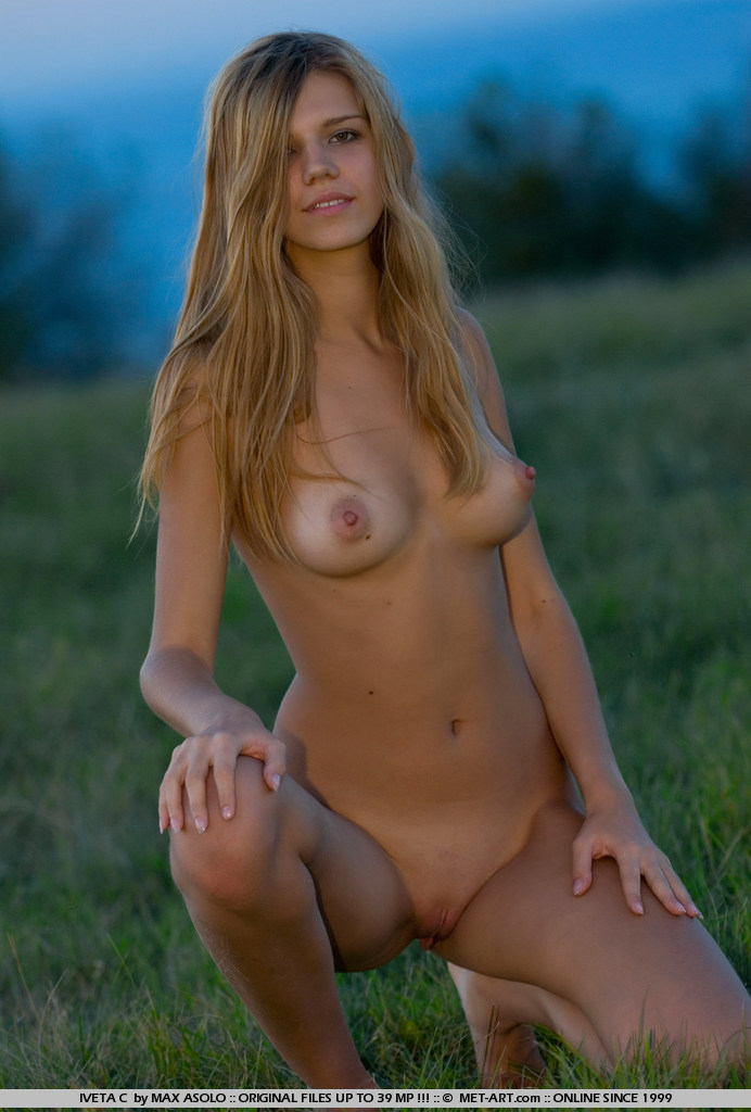 Sending this dirty blonde out to check the golf course naked was the best idea yet.