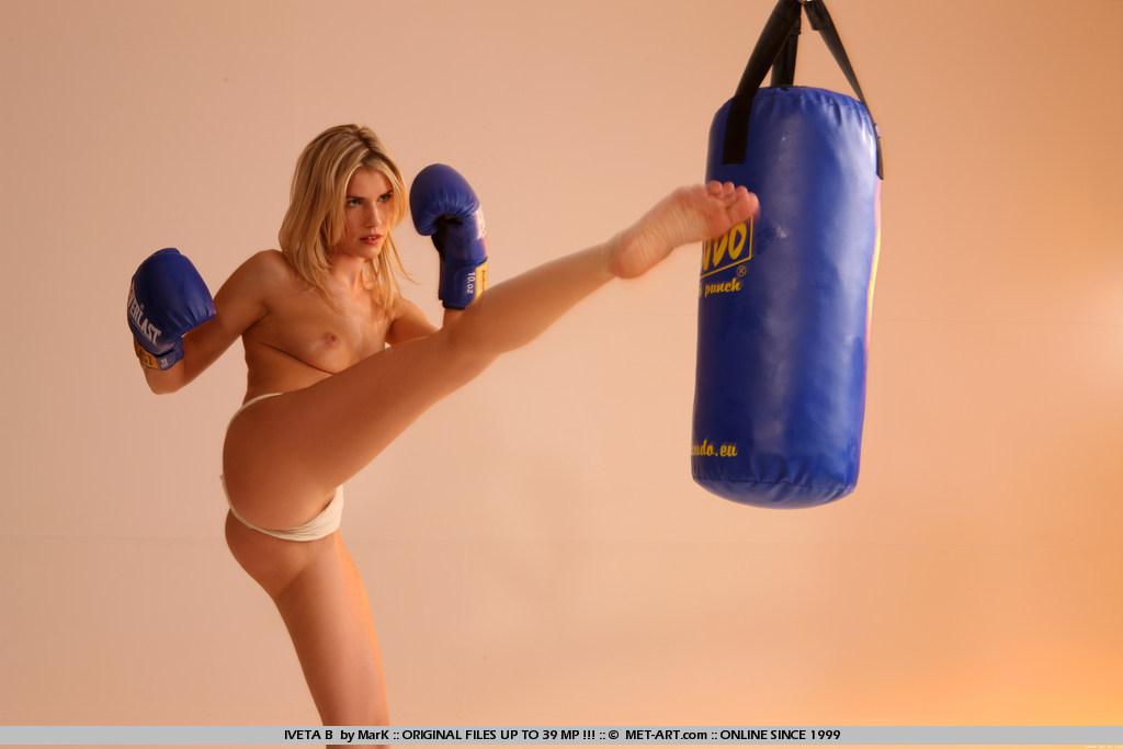 Naked Kick Boing