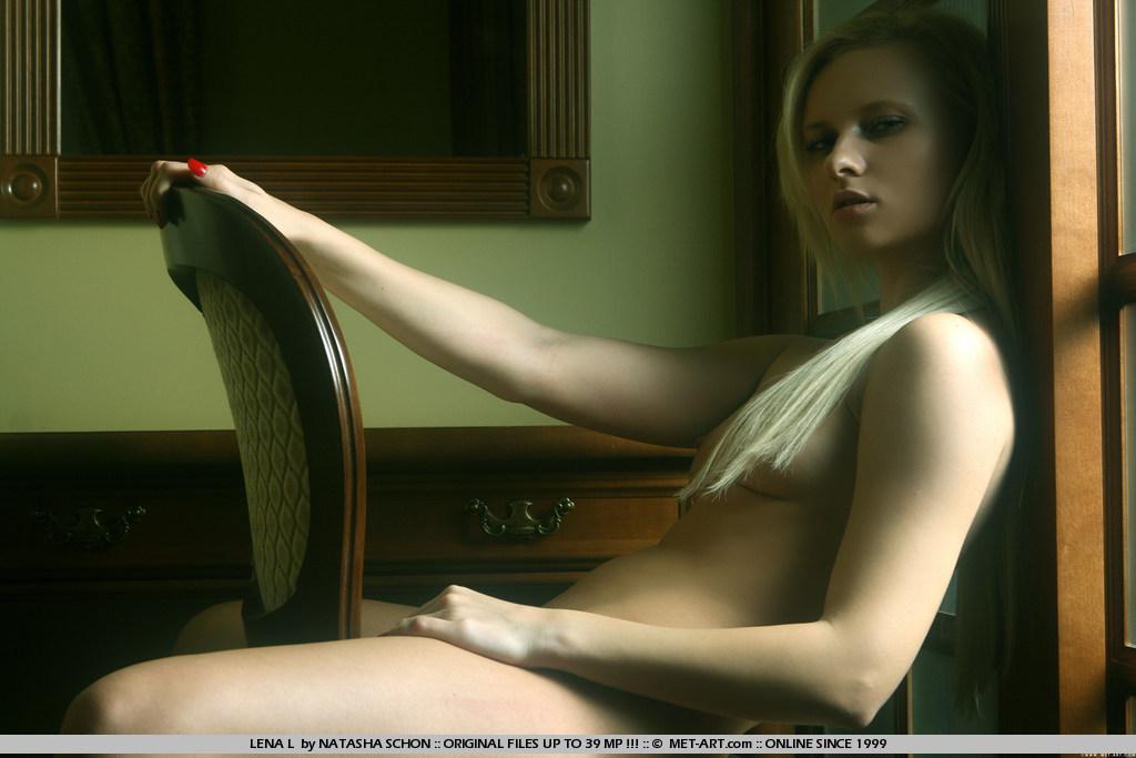 Belleza seductora follada en el sofá