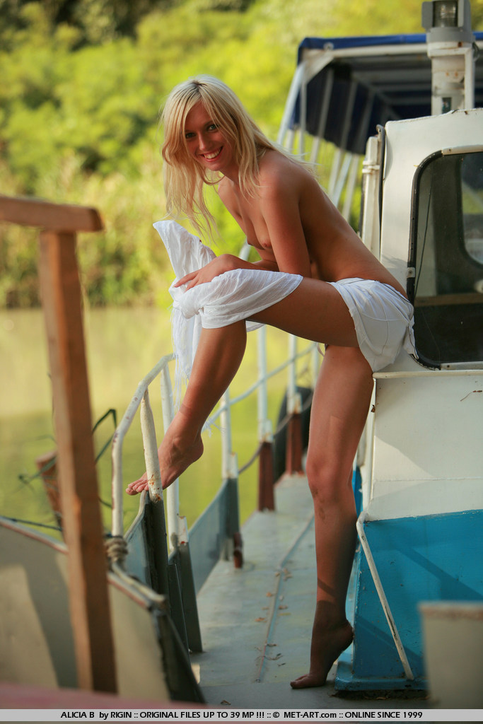 Hot Alicia loves intimate moments alone stripping down on her boat and just relaxing.