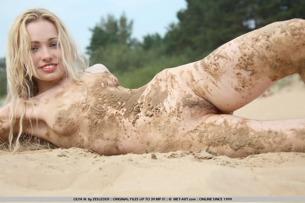 girls-naked-covered-in-mud-girls-bikini-low-cut-jeans-pics